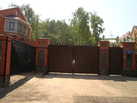 Ворота распашные с автоматикой в Красноярске